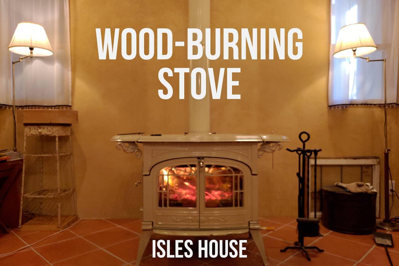 アイルズハウスには薪ストーブ施工例もたくさんあります。薪ストーブはモデルハウスにて体感出来ます。#薪ストーブ