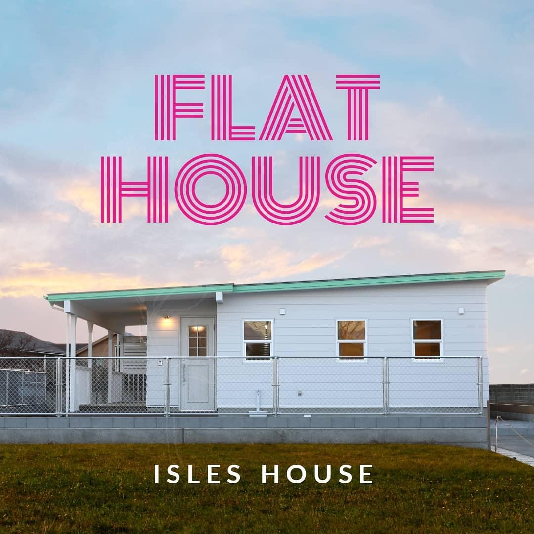 ミッドセンチュリーなフラットハウス「平屋」に住みたい。沖縄米軍住宅のデザインを住みやすい高性能な新築で実現します。#アイルズハウス施工例 #米軍住宅