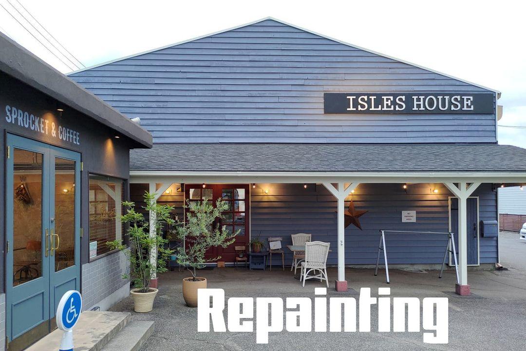アイルズハウス社屋の再塗装も95%が完了です。残りの5%はこだわりの細かい部分ですが、納得出来るまでは続けます。