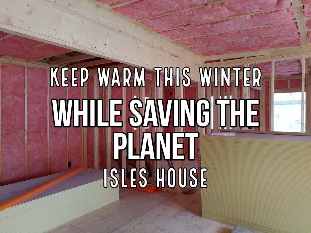 富岡市現場の断熱材です。アイルズハウスは高気密高断熱が標準装備。全館空調システムで寒い冬でも暑い夏でも家の中は快適空間です。